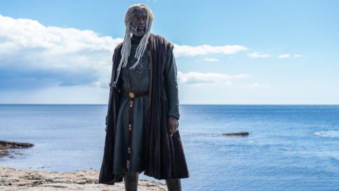コアリーズ・ヴェラリオン(別名:〈海蛇〉)役のスティーヴ・トゥーサント